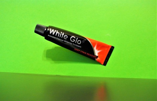 Activated Charcoal - White Glo Deep Stain Remover Activated Charcoal Whitening Toothpaste
